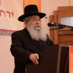 Harav-Moshe-Chodosh-Rosh-HaYeshiva--Ohr-Elchonon-giving-divrei-chizuk-vehisorerus-at-the-culmination-of-day-2-of-Agudas-Yisroel's-16th-annual-Yerusholayim-Yarchei-Kallah